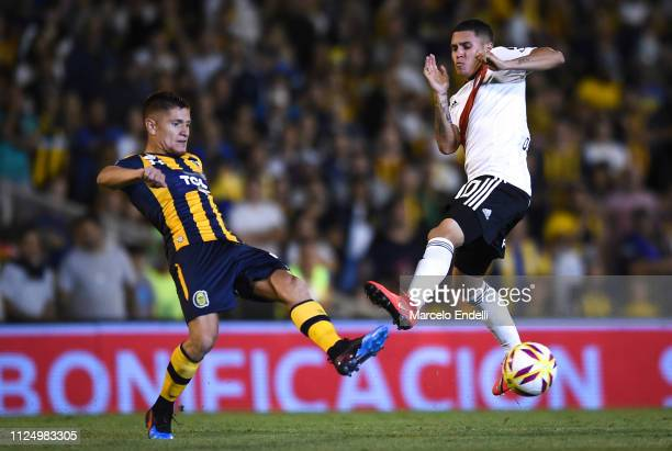 Juan Quintero of River Plate fights for the ball with Leonardo Gil of Rosario Central during a match between Rosario Central and River Plate as part...