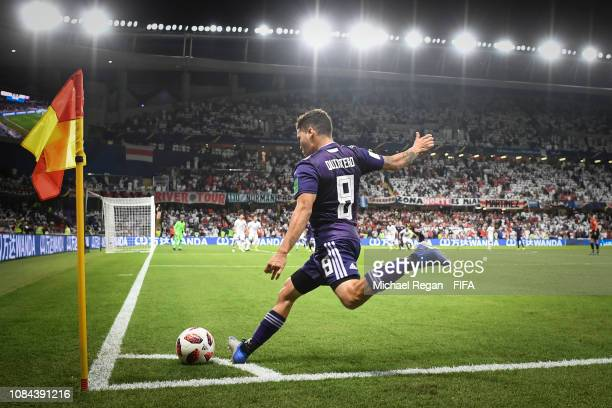 Juan Quintero of River Plate takes a corner during the FIFA Club World Cup UAE 2018 Semi Final between River Plate and Al Ain on December 18 2018 in...
