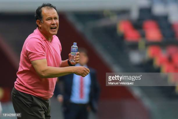 Juan Reynoso, coach of Cruz Azul gives instructions during the 16th round match between Cruz Azul and Atletico de San Luis as part of the Torneo...