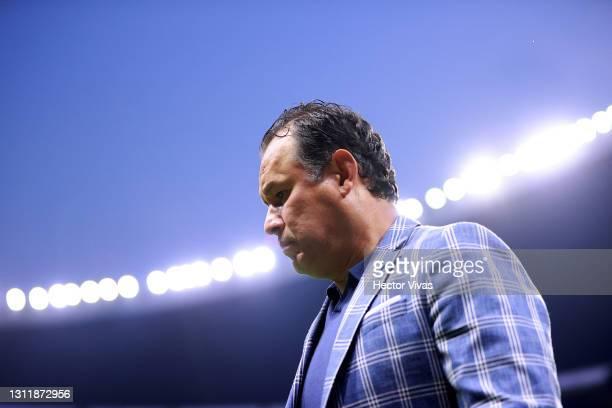 Juan Reynoso, head coach of Cruz Azul looks on during the 14th round match between Cruz Azul and Chivas as part of the Torneo Guard1anes 2021 Liga MX...