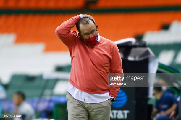 Juan Reynoso, Head Coach of Cruz Azul reacts during the 8th round match between Leon and Cruz Azul as part of the Torneo Guard1anes 2021 Liga MX at...