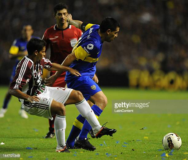 Juan Roman Riquelme of Boca Juniors conducts the ball during a match as part of the Santander Libertadores Cup at Alberto J Armando Stadium on Mayo...