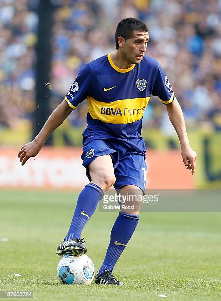 Juan Roman Riquelme of Boca Juniors controls the ball during a match between Boca Juniors and Tigre as part of round 15th of Torneo Inicial at...