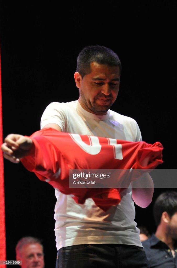 Argentinos Jrs Unveils Juan Roman Riquelme : Foto jornalística