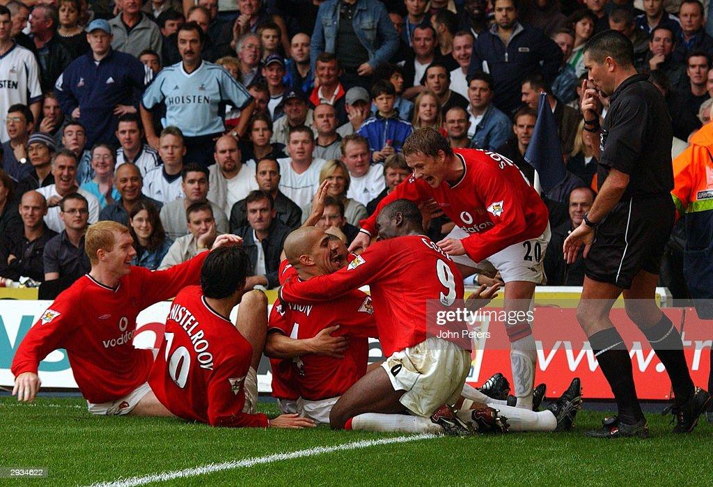 Tottenham Hotspur v Manchester United : News Photo