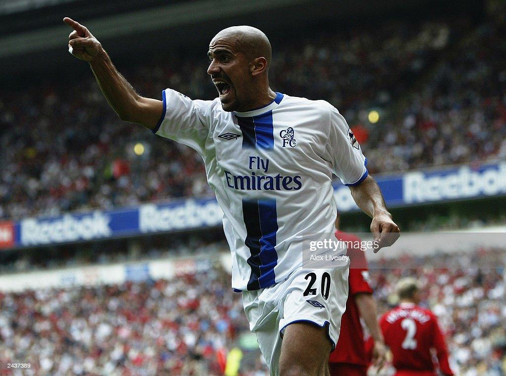 Juan Sebastian Veron of Chelsea celebrates after scoring : News Photo