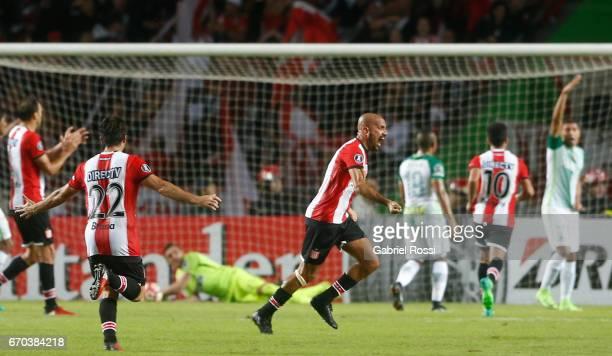 Juan Sebastian Veron of Estudiantes celebrates the opening goal scored by Javier Fabian Toledo of Estudiantes during a group stage match between...