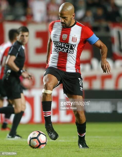 Juan Sebastian Veron of Estudiantes controls the ball during a group stage match between Estudiantes and Atletico Nacional as part of Copa CONMEBOL...