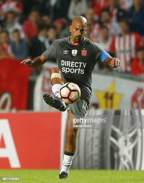 Juan Sebastian Veron of Estudiantes controls the ball during a match between Estudiantes and Barcelona SC as part of Copa Conmebol Libertadores...
