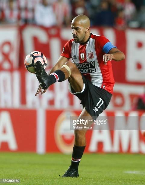 Juan Sebastian Veron of Estudiantes controls the ball during the group stage match between Estudiantes and Atletico Nacional as part of Copa CONMEBOL...