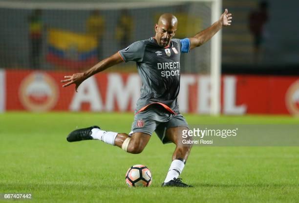 Juan Sebastian Veron of Estudiantes kicks the ball during a match between Estudiantes and Barcelona SC as part of Copa Conmebol Libertadores...