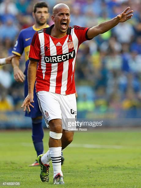 Juan Sebastian Veron of Estudiantes reacts during a match between Boca Juniors and Estudiantes as of forth round part of Torneo Final 2014 at Estadio...