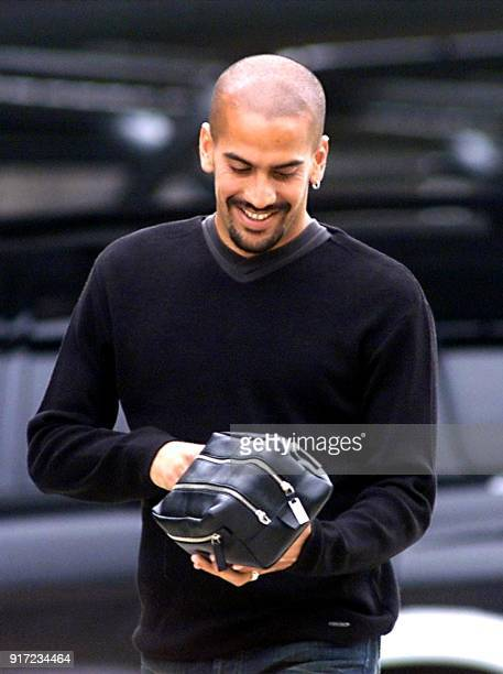 Juan Sebastian Veron player of the Argentinian soccer team arrives at the Ezeiza sport complex in Buenos Aires where his team practices 01 June 2001...