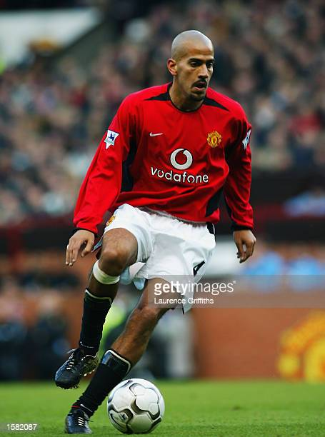 Juan Sebastien Veron of Manchester United in action during the FA Barclaycard Premiership match on October 26 2002 between Manchester United and...