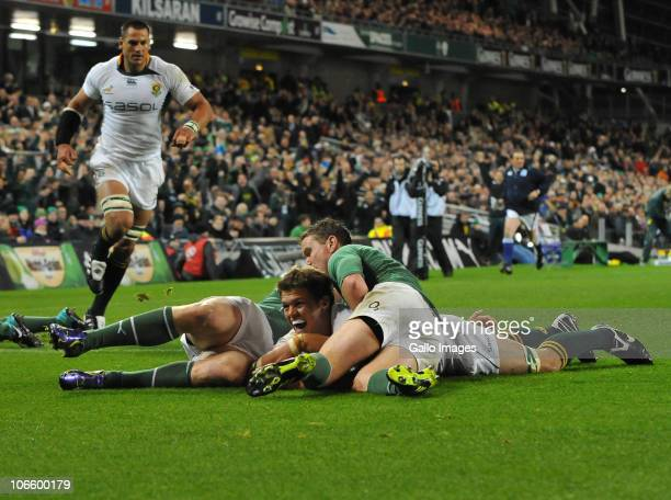 Juan Smith of South Africa scores the first try during the End of Year tour match between Ireland and South Africa at Aviva Stadium on November 06...