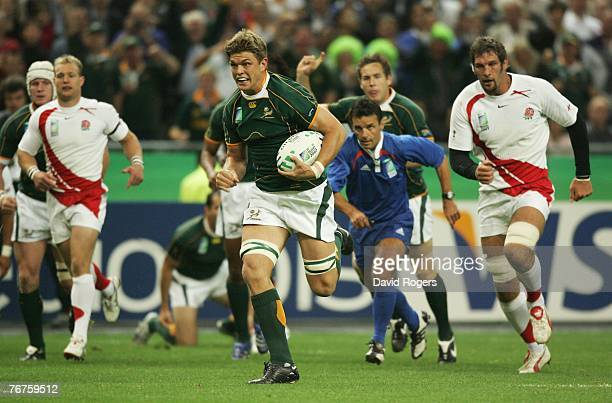Juan Smith of South Africa splits the England defence to score the opening try during the Rugby World Cup Pool A match between England and South...