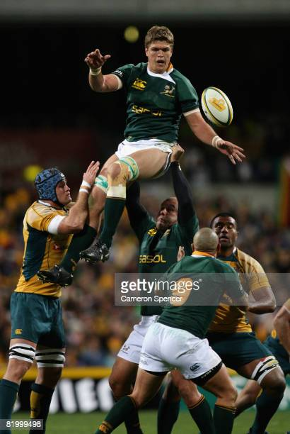 Juan Smith of the Springboks takes a lineout ball during the 2008 Tri Nations series match between the Australian Wallabies and the South African...