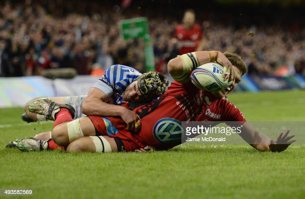 Juan Smith of Toulon scores his try during the Heineken Cup Final between Toulon and Saracens at the Millennium Stadium on May 24, 2014 in Cardiff,...