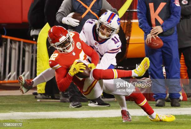 Juan Thornhill of the Kansas City Chiefs breaks up a pass intended for Cole Beasley of the Buffalo Bills in the first quarter during the AFC...