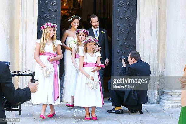 June 07: Juan Zorreguieta and Andrea Wolf, with flowers girls Catharina-Amalia, Princess of Orange, Princess Alexia of the Netherlands, and Princess...