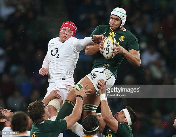 Juandre Kruger of South Africa wins the lineout ball as Tom Johnson challenges during the third test match between the South Africa Springboks and...