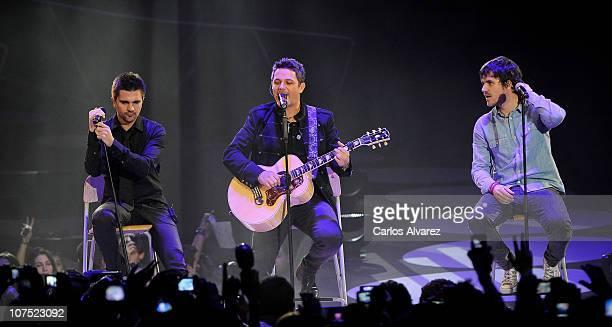 Juanes Alejandro Sanz and Dani Martin perform on stage during 40 Principales Awards 2010 at Palacio de los Deportes on December 10 2010 in Madrid...