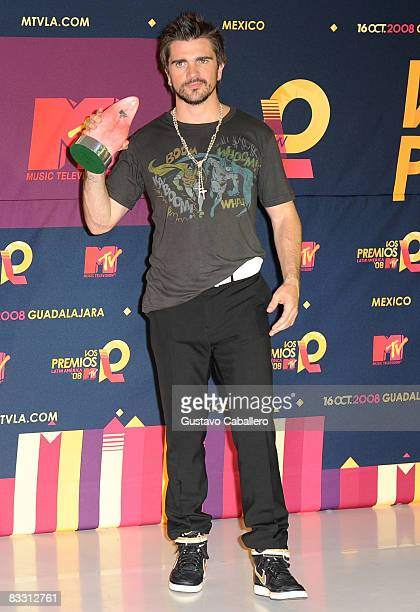 Juanes poses with award in the press room during the 7th Annual 'Los Premios MTV Latin America 2008' Awards held at the Auditorio Telmex on October...