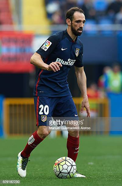 Juanfran of Atletico de Madrid runs with the ball during the La Liga match between Levante UD and Atletico de Madrid at Ciutat de Valencia on May 8...