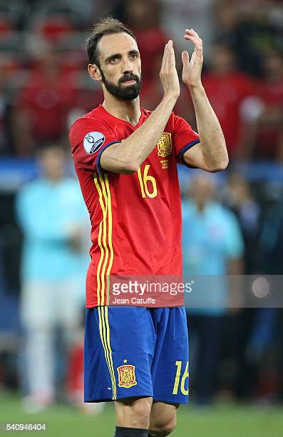 Juanfran of Spain celebrates the victory following the UEFA EURO 2016 Group D match between Spain and Turkey at Allianz Riviera Stadium on June 17...