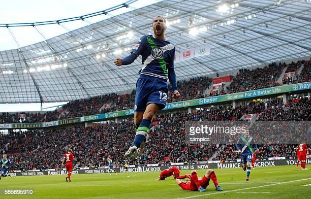 Jubel Bas Dost nach seinem Siegtreffer in der Nachspielzeit Leverkusen am Boden Fußball 1Bundesliga Bayer Leverkusen VFL Wolfsburg 45 1422015