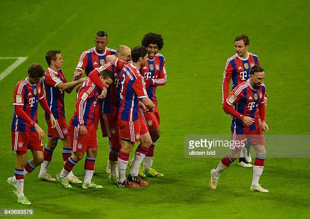 Jubel bei den Bayern nach dem Tor zum 20 durch Thomas Mueller waehrend dem Fussball Bundesliga Spiel FC Bayern Muenchen gegen SC Freiburg am 16...