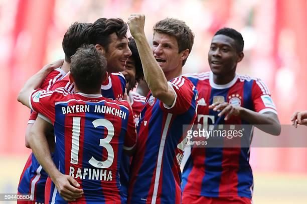 JUbel Claudio Pizarro FC Bayern München Thomas Müller Mueller FC Bayern München deutsche Fussball Meisterschaft des FC Bayern München 1 Bundesliga...