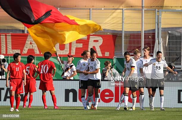 JUbel der Deutschen Mannschaft behringer Mbabi Prinz Kulik Garefrekes Frauenfussball Länderspiel Deutschland Nordkorea Korea DVR 20 am 21 5 2011