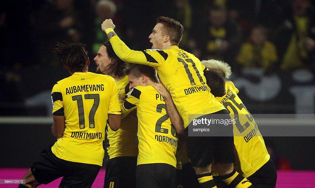 Jubel Der Dortmund Spieler Marco Reus Obenauf Fussball 1