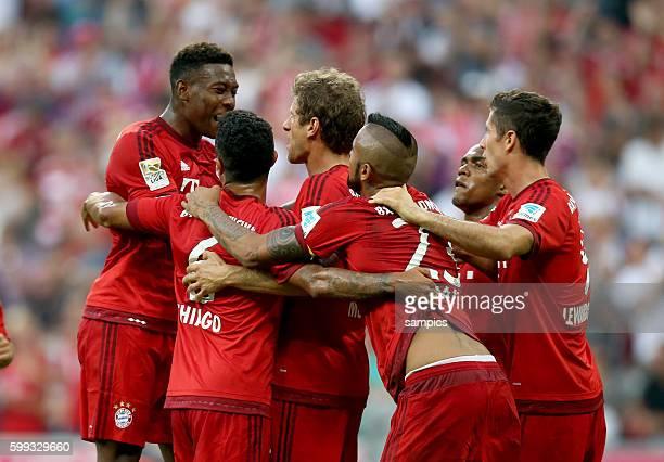Jubel der FC Bayernspieler mit David Alaba Thiago Alcantara Thomas Müller Mueller Arturo Vidal Douglas Costa Robert Lewandowski Fußball 1 Bundesliga...