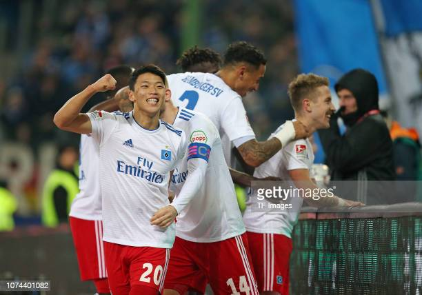 Jubel Leo Lacroix of Hamburger SV Heechan Hwang of Hamburger SV Aaron Hunt of Hamburger SV and Lewis Holtby of Hamburger SV celebrate after scoring...