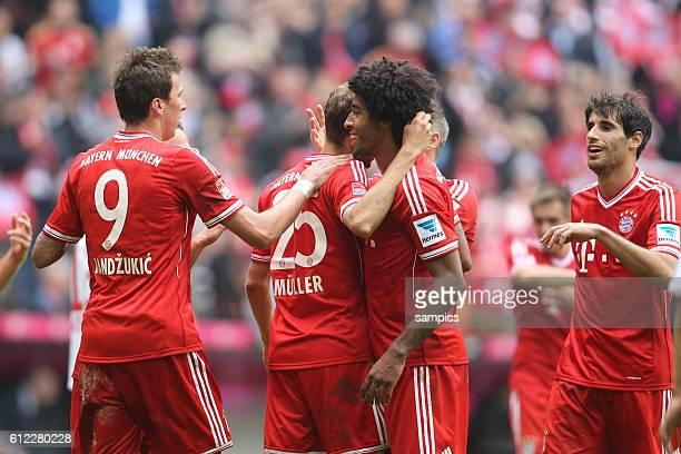 JUbel Mario Mandzukic FC Bayern München Dante FC Bayern München Javi Martinez FC Bayern München 1 Bundesliga Fussball FC Bayern München - FC Augsburg...