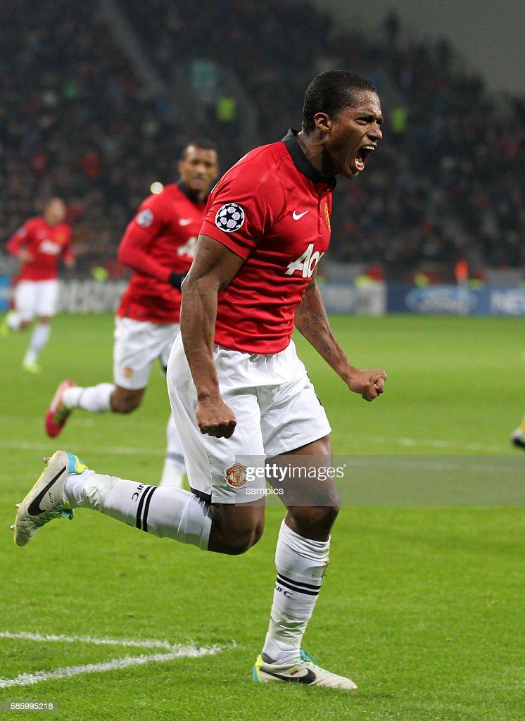 Soccer - UEFA Champions League - Bayer Leverkusen vs. Manchester United : News Photo
