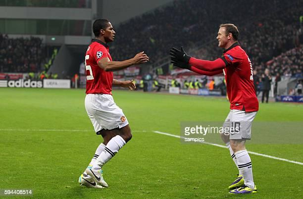 JUbel von Antonio Valencia Manchester United und Wayne Rooney Manchester United nach dem 01 Championsleague Fussball Bayer Leverkusen Manchester...