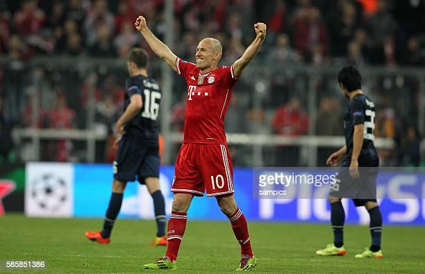 jubel von Arjen ROBBEN FC Bayern München Fussball Championsleague Quaterfinal Viertelfinale Saison 2013 / 2014 FC Bayern München Manchester United
