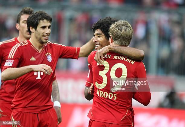 JUbel von Toni KROOS FC Bayern München mit Dante FC Bayern München und Javi Martinez FC Bayern München 1 Bundesliga Fussball FC Bayern München...