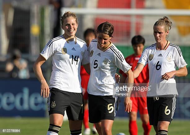 Jubel von Torschutzin Kim Kulig und Annike Krahn und Simone Laudehr nach dem 10 Frauenfussball Länderspiel Deutschland Nordkorea Korea DVR 20 am 21 5...