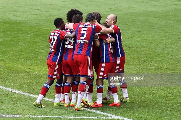 JUbeltraube deutsche Fussball Meisterschaft des FC Bayern München 1 Bundesliga Fussball FC Bayern München VfB Stuttgart Saison 2013 / 2014 Trikot...