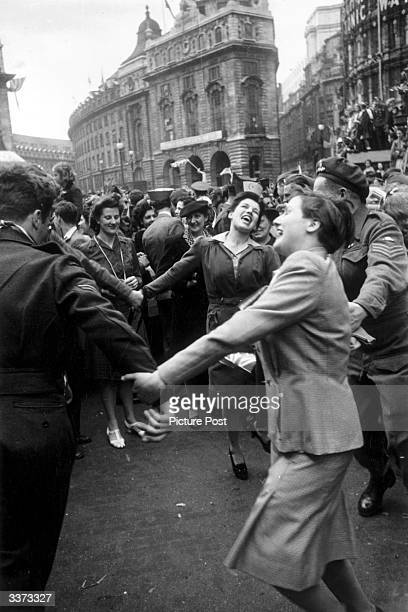 Jubilant Londoners dancing in Piccadilly Circus on VE Day 8th May 1945 Original Publication Picture Post 1991 This Was VE Day In London pub 19th May...
