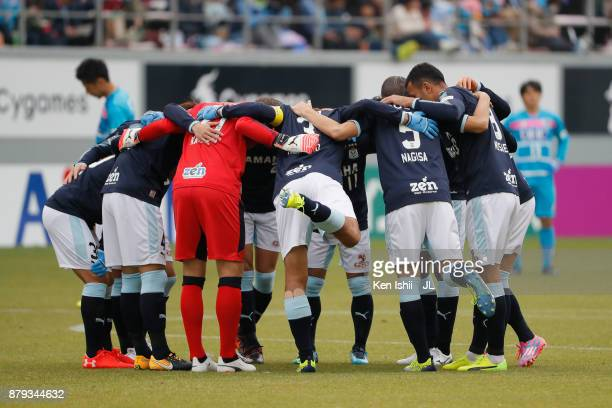 Jubilo Iwata players huddle during the JLeague J1 match between Sagan Tosu and Jubilo Iwata at Best Amenity Stadium on November 26 2017 in Tosu Saga...