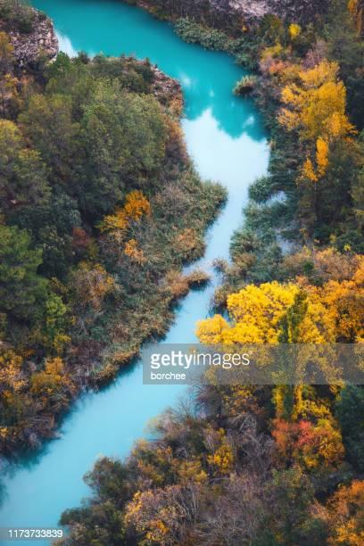 jucar river in spain - cuenca provincia de cuenca fotografías e imágenes de stock