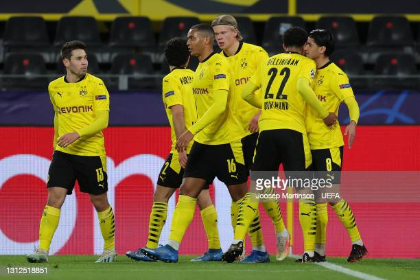 Jude Bellingham of Borussia Dortmund celebrates with team mates Raphael Guerreiro, Manuel Akanji, Erling Haaland and Mahmoud Dahoud after scoring...