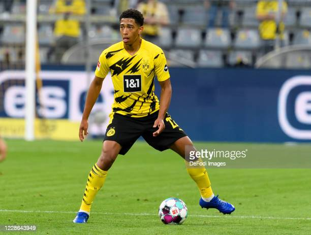 Jude Bellingham of Borussia Dortmund controls the ball during the Bundesliga match between Borussia Dortmund and Borussia Moenchengladbach at Signal...