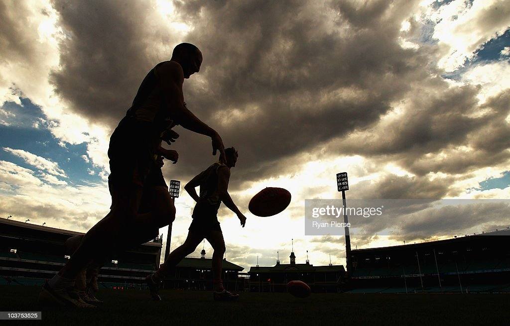 Jude Bolton and Tadhg Kennelly of the Swans run laps during a Sydney Swans AFL training session at Sydney Cricket Ground on September 1, 2010 in Sydney, Australia.