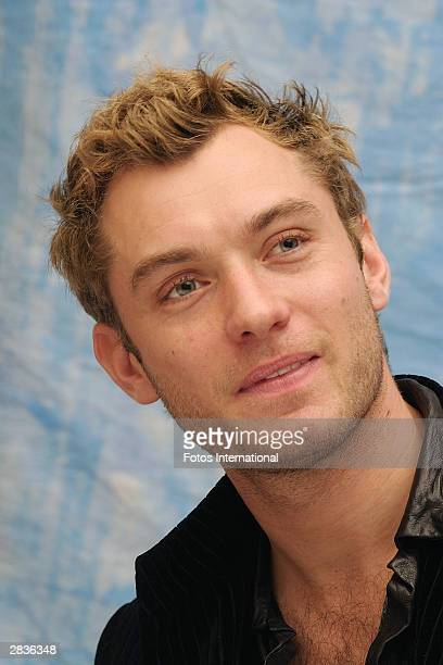 OUT*** Jude Law answers questions from the press at a junket for his new film Cold Mountain at the the Park Hyatt Hotel on December 8 2003 in Los...